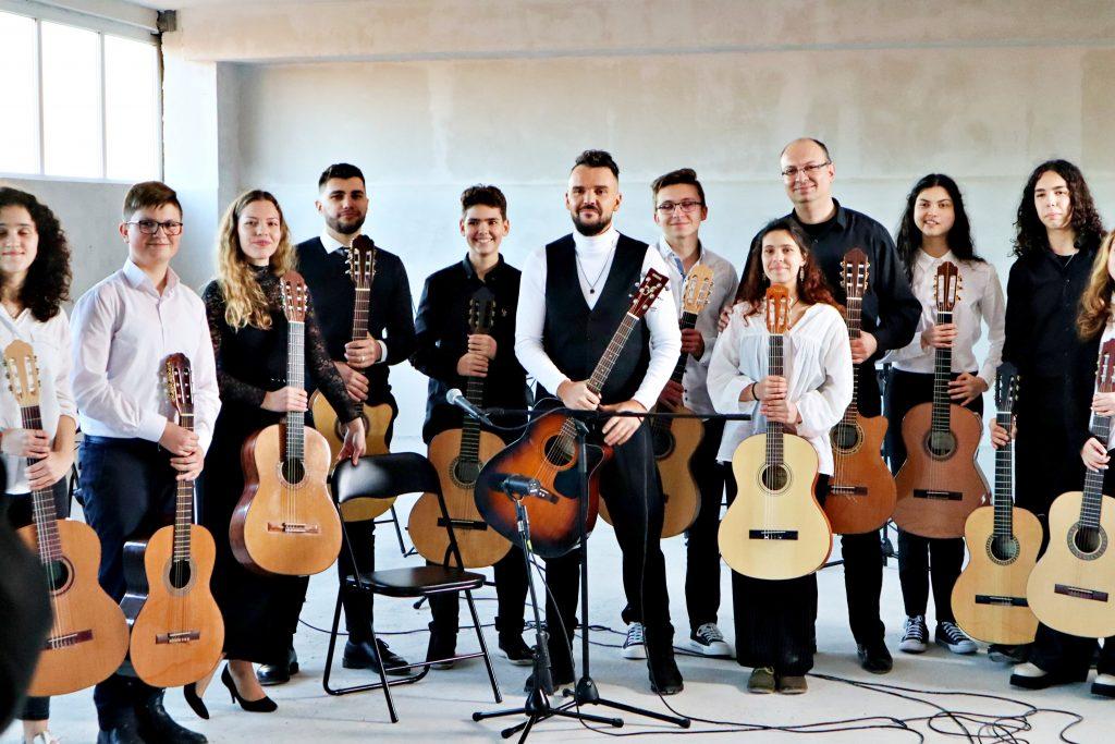 Видео на Парчето Химера на Графа и Младежкия китарен оркестър